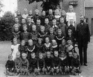 Stockumer Schule - klassenbild 1906a